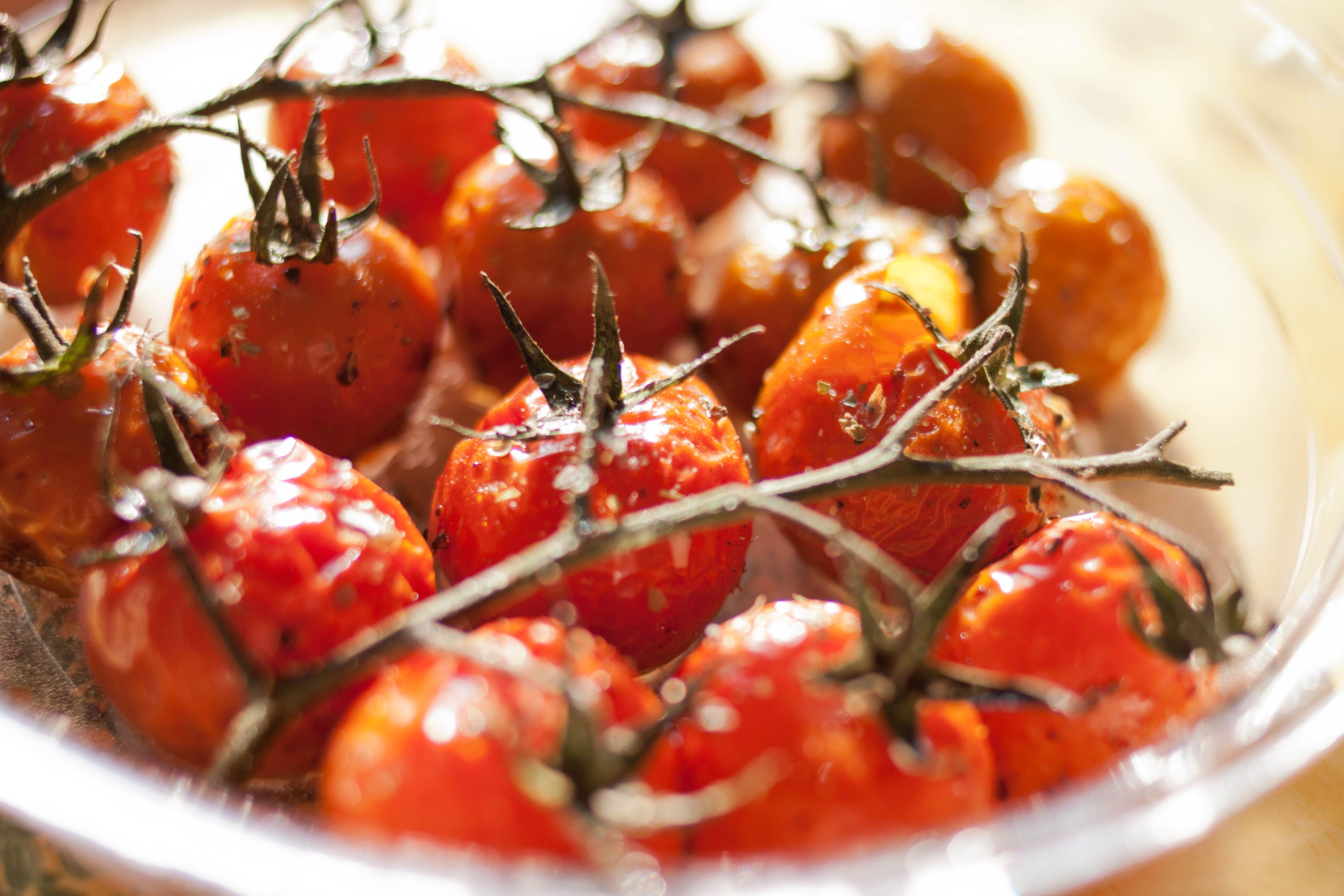 tomates cerises en grappe confites l 39 huile d 39 olive au vinaigre balsamique sel sucre et. Black Bedroom Furniture Sets. Home Design Ideas