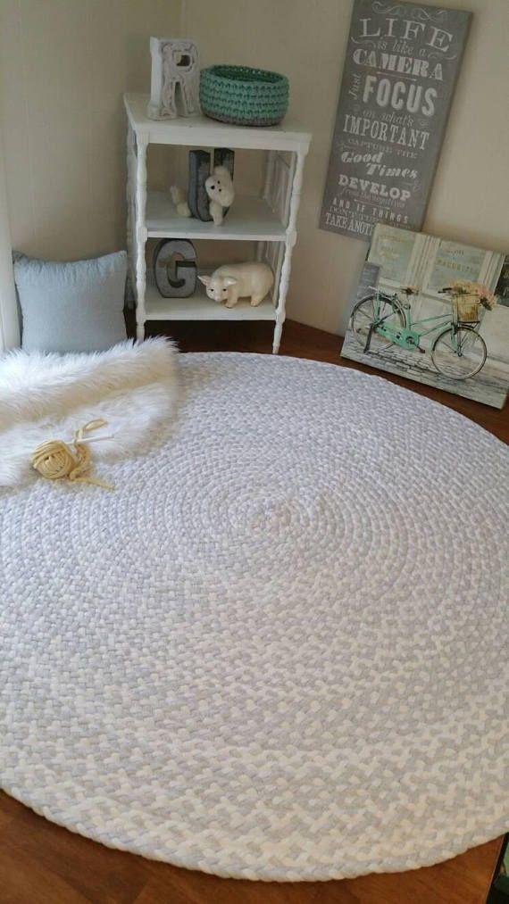 Dieser Atemberaubende Hand Geflochtene Baumwolle Teppich Wird In Jedem Raum In Ihrem Haus Arbeiten Ausgestat Grey And White Rug White Rug Nursery Nursery Rugs