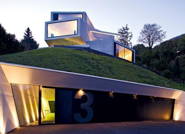 Modernes holzhaus am hang  Architektenhäuser: Verschachtelte Villa aus Betonboxen | Garage ...