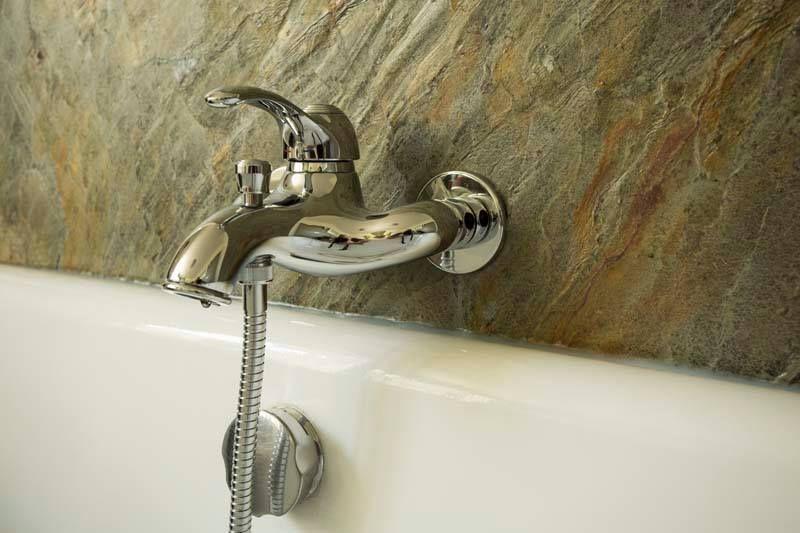 Feuille de pierre naturelle salle de bain focus baignoire référence