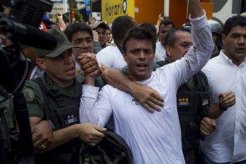 PAPAOSOGOMEZ .NET: López se entrega a la Guardia Nacional venezolana