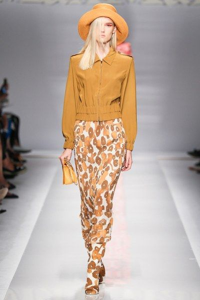 See the complete Max Mara Spring 2015 Ready-to-Wear collection.