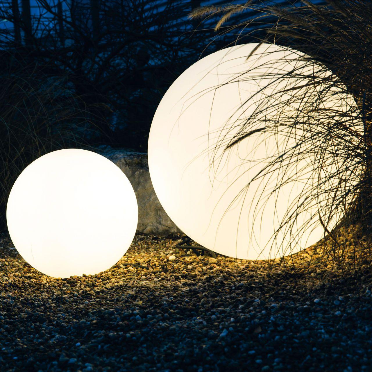 Geniale Leuchtkugeln Für Den Garten Landscape Design Backyard