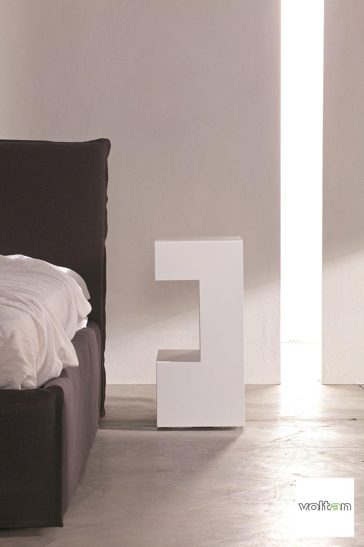 """Comodino di design bianco: comodino Space sagomato a forma di """"C ..."""
