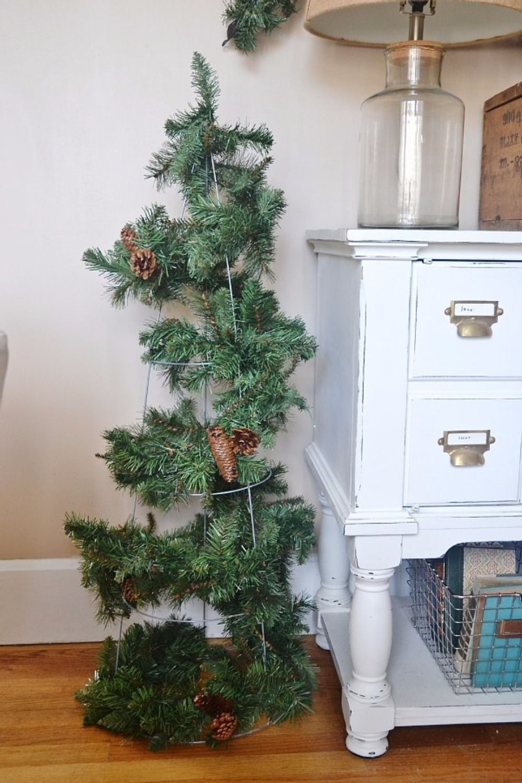 20 DIY Christmas Decorations   Tomato cage, DIY Christmas and Garlands