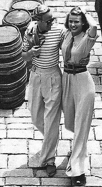 About elegance: Leslie Howard and Ingrid Bergman, 1938.