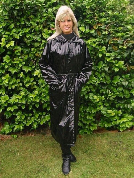 Mickey Prescot. | Lackmantel | Rain wear, Pvc raincoat