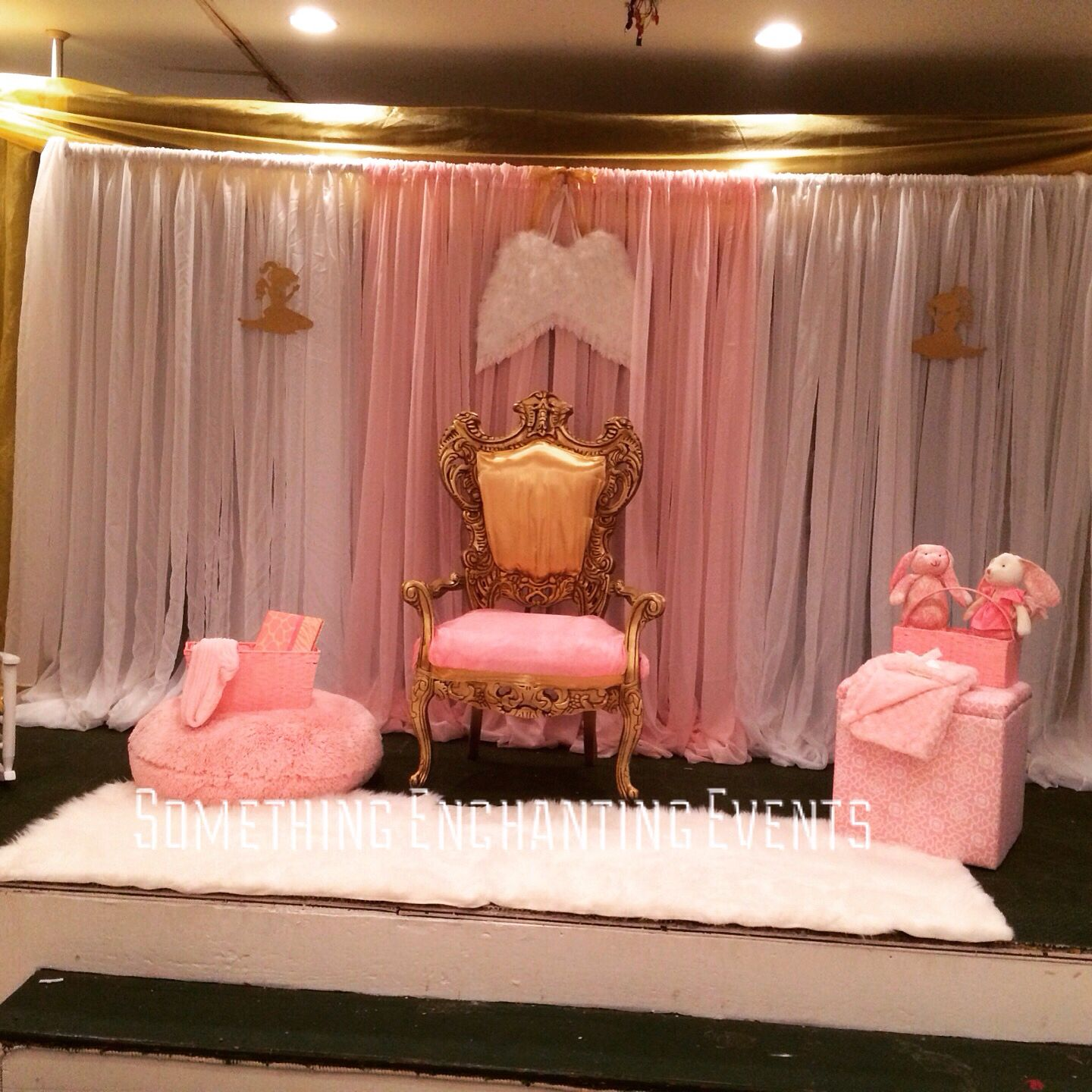 Mom to be seating area with angel wings | Pink gold white babyshower ...