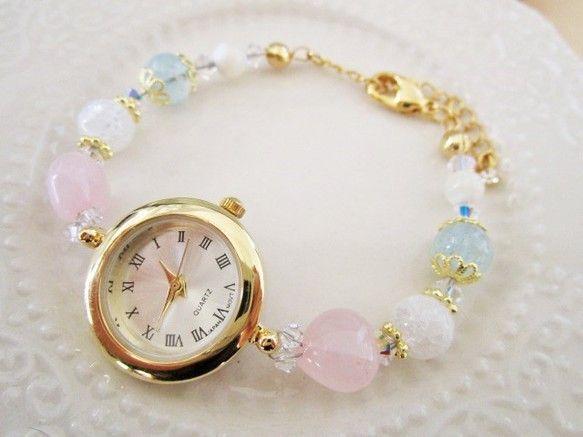 時計を天然石で繋げたブレスウォッチです。 ハートローズクォーツに強い浄化力のあるクラッククォーツ・別名「天使の石」と呼ばれ、美しい若さと幸せな結婚・喜びを象徴...|ハンドメイド、手作り、手仕事品の通販・販売・購入ならCreema。