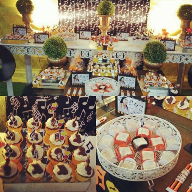 Nossos cupcake, brownies w palhas na festa de 10 anos da Nanda!  #festainfantil #festademocinha #festademenina #festamúsica