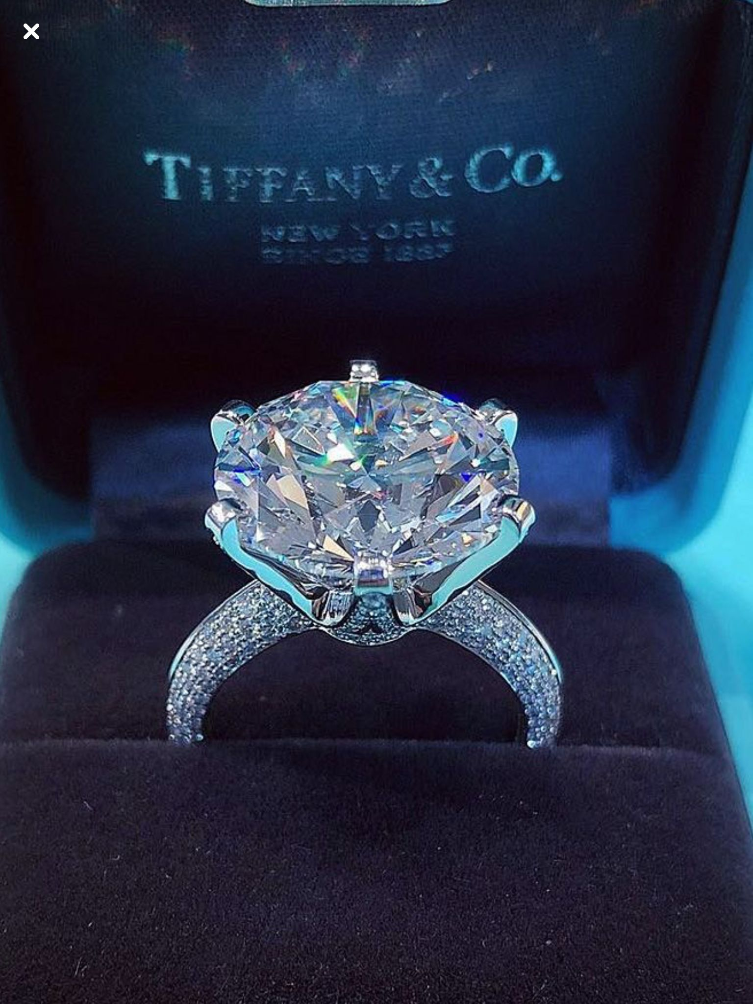 This Needs To Be On My Finger Asap Trending Engagement Rings Dream Engagement Rings Ring Trends