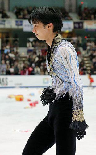 全日本選手権男子シングルで3連覇を果たしたソチ五輪金メダリストの羽生結弦(20=ANA)が28日…-ニッカンスポーツ・コムのスポーツニュースです。