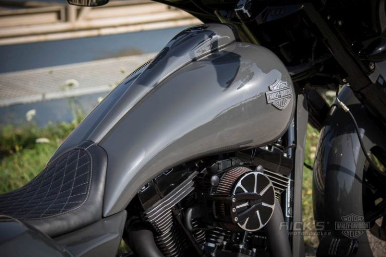 "Harley Davidson Custom Street Glide bagger ""26"" by Rick's"