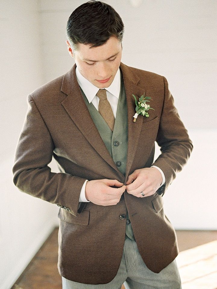Groom looks smart in rustic fall styled suit | itakeyou.co.uk #wedding #groom #rusticwedding #brown