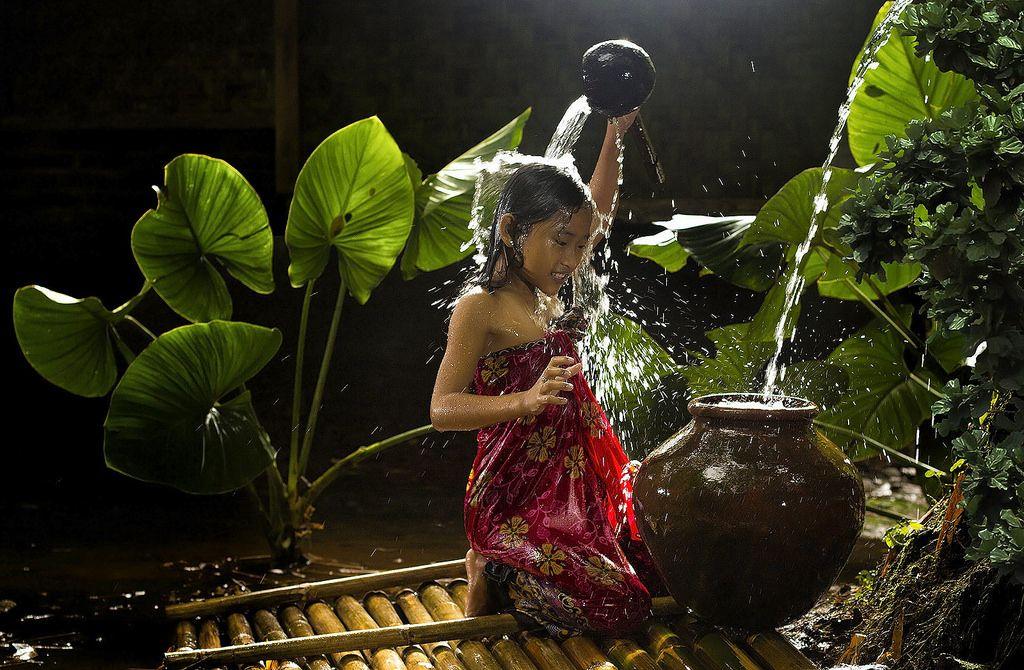 village-life-indonesia-herman-damar