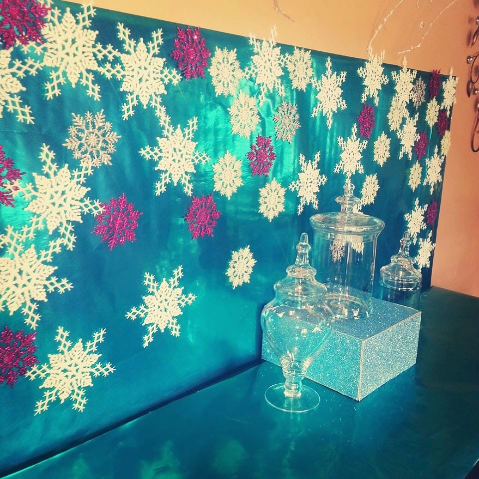 Winter Themed Christmas Decorations: Chardonnays & Soirées: 11 DIY Frozen Party Decor