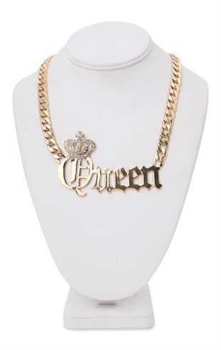 Short Necklace with Chunky Chain and Queen Pendant