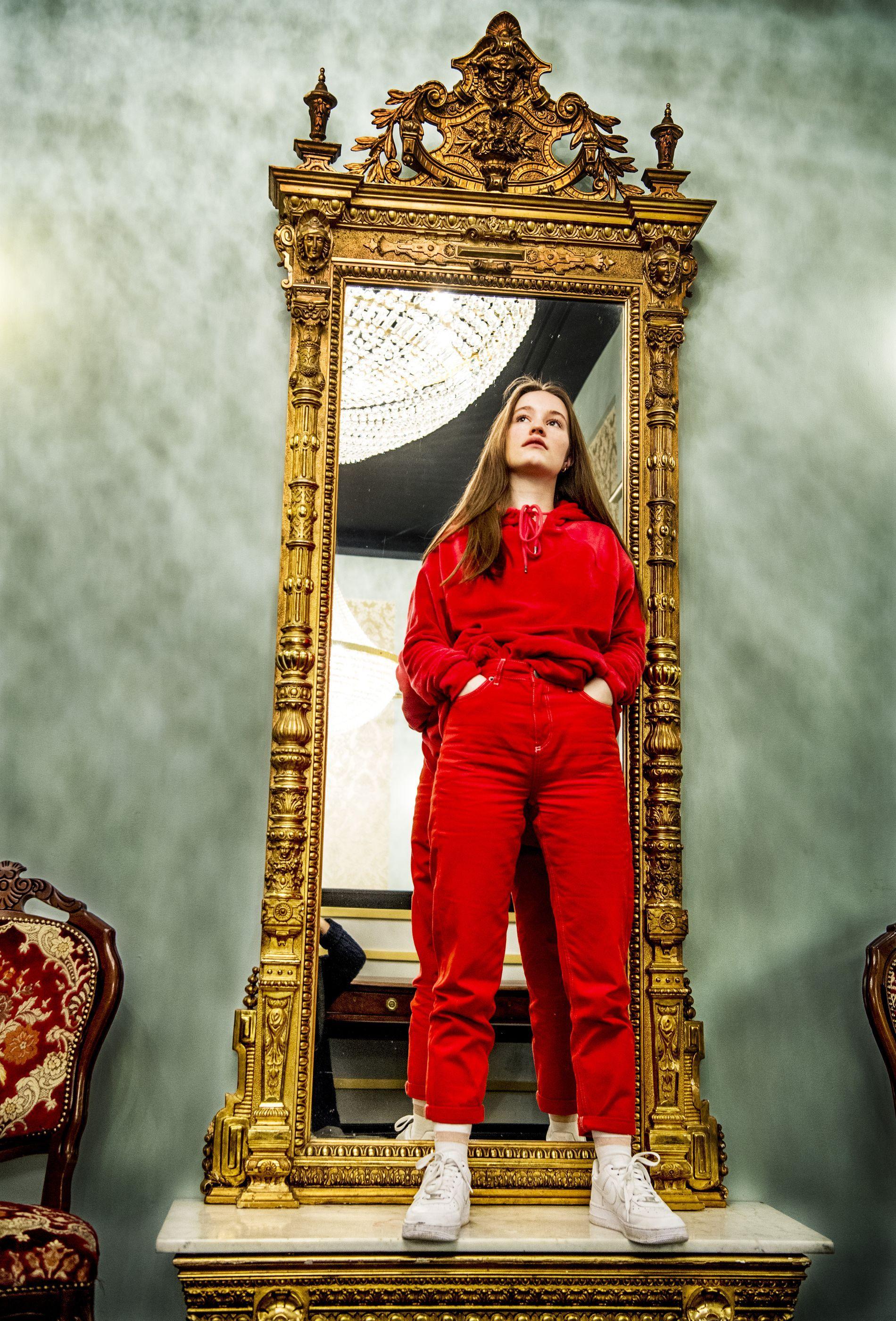 Norwegian Scandinavian Pop Artist Pop Star From Norway Sigrid Solbakk Raabe Stage Name Sigrid Fabulous Clothes Fashion Photoshoot Festival Fashion