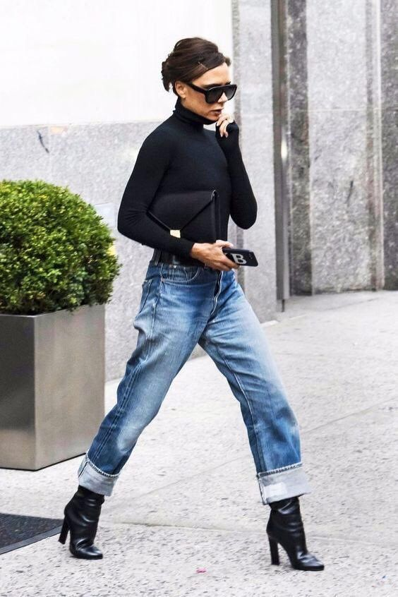 #Jeans on a cool lady #victoriabeckham #jeansandboots