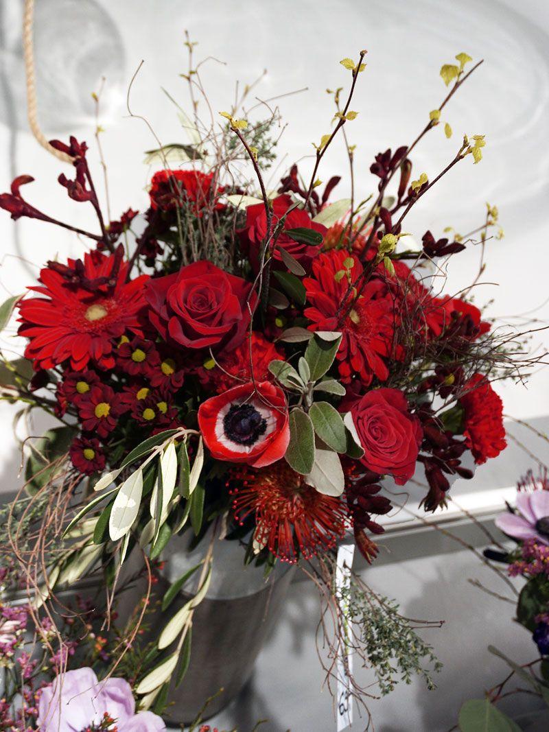 Blumenstrauss Uppig Und Leuchtend Rot Blumenstrauss Blumen Geben Blumen Online