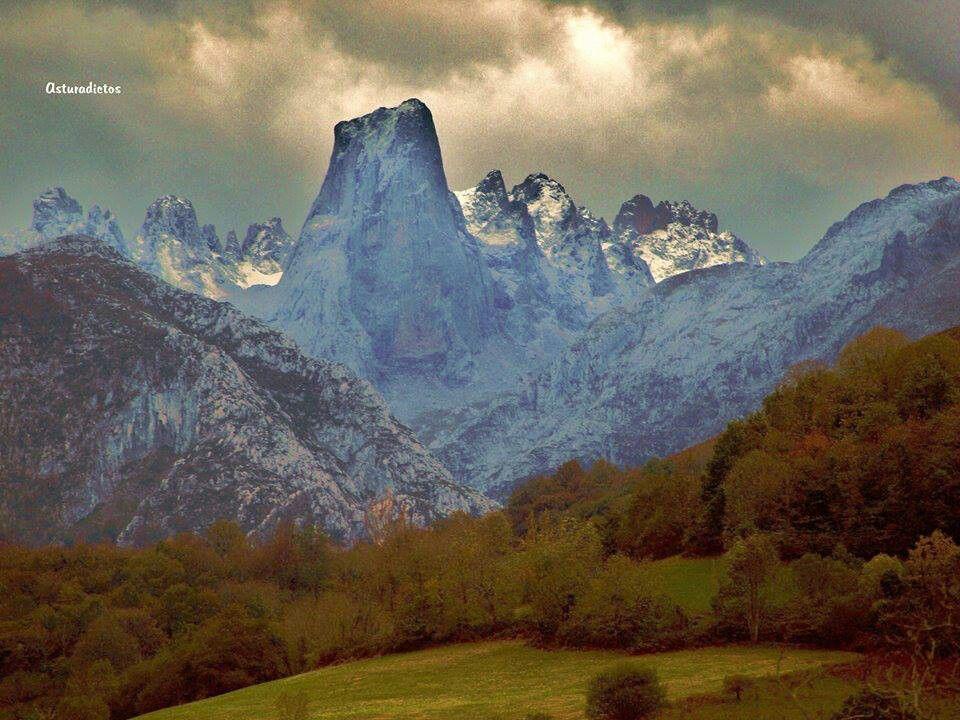 Picu Urriellu Desde El Mirador Del Pozo De La Oración En Por De Cabrales Viajes Miradores Montañas