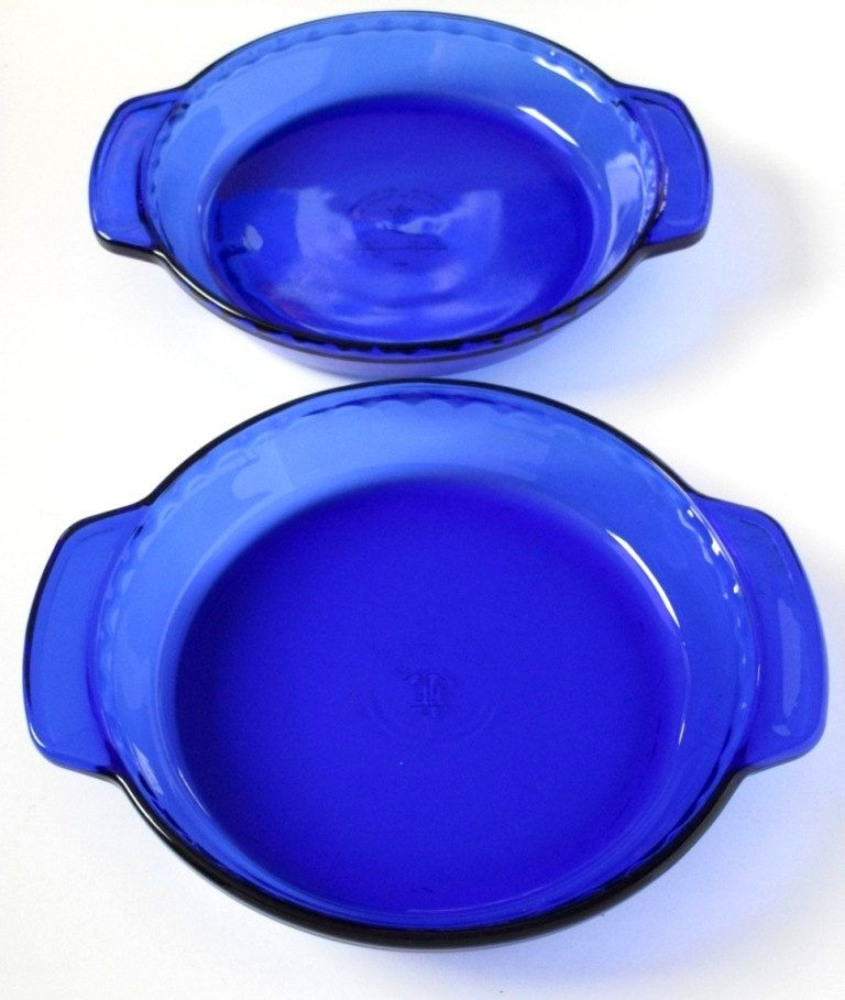 New to lingerawhile on Etsy: Anchor Hocking Cobalt Blue Glass Deep Dish Pie Plates - Set of 2 (30.00 USD)
