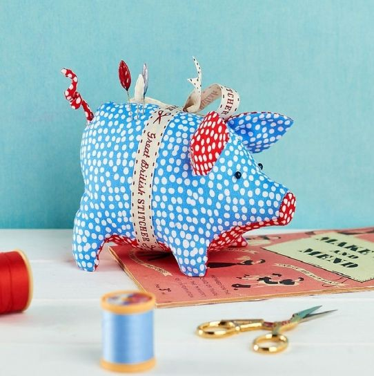 Piggy Pincushion | sewing | Pinterest | Deko nähen, Schweinchen und ...