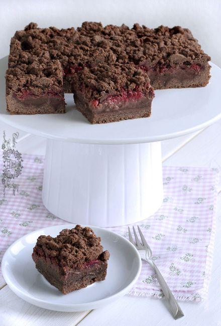 Chocolate cake with chocolate pudding, raspberries and chocolate streusel