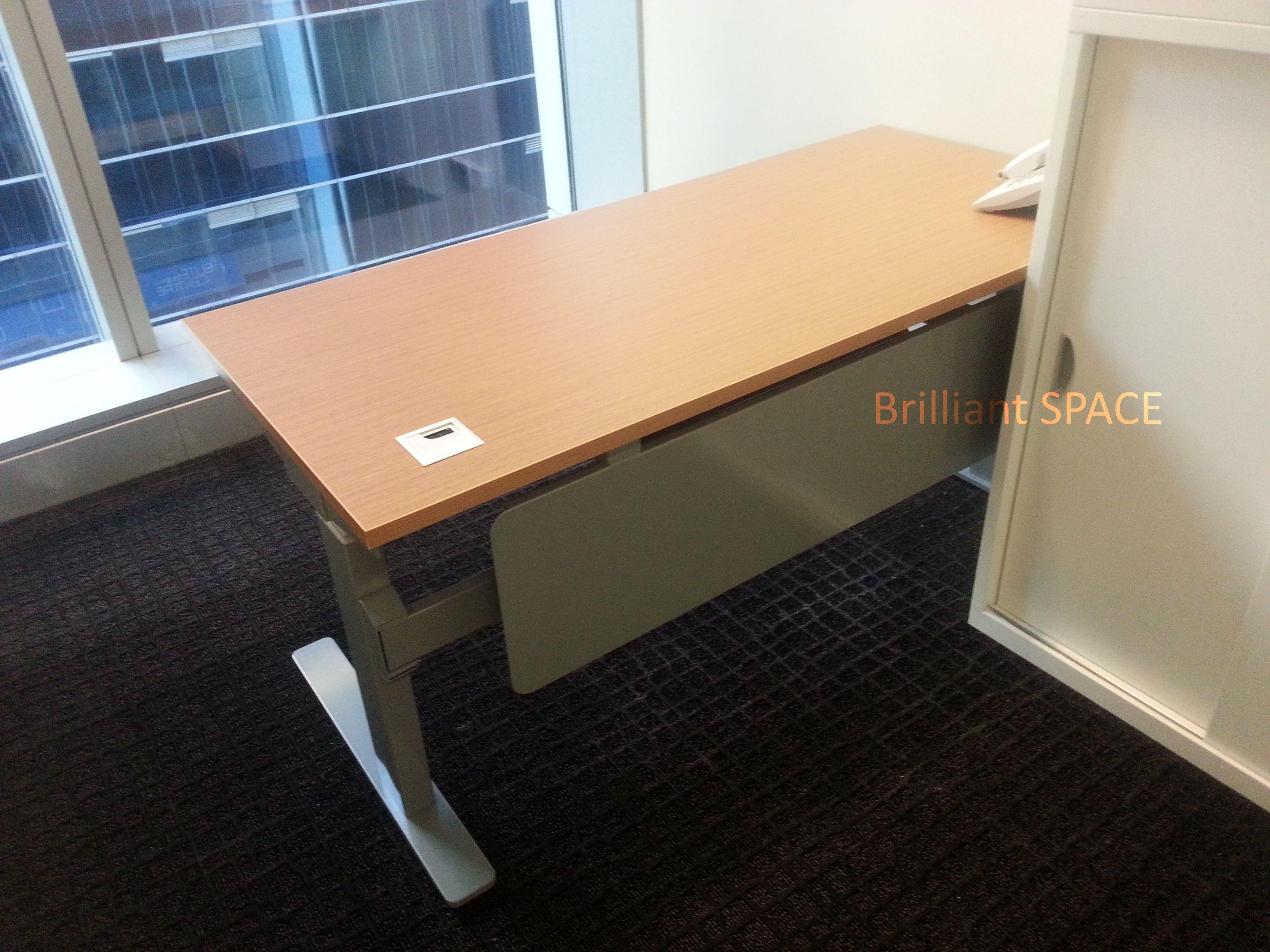 長方型升降桌+檔板_1