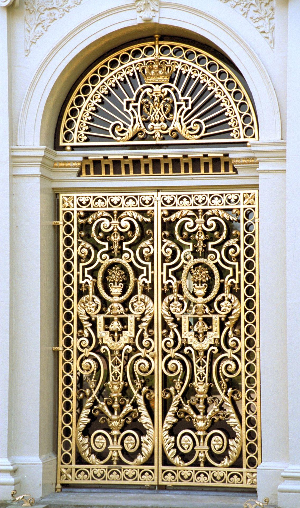 Strange Het Loo The Netherlands Unique Doors Gold Door Doors Door Handles Collection Olytizonderlifede