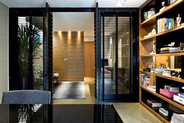 porta veneziana estante madeira assim eu gosto