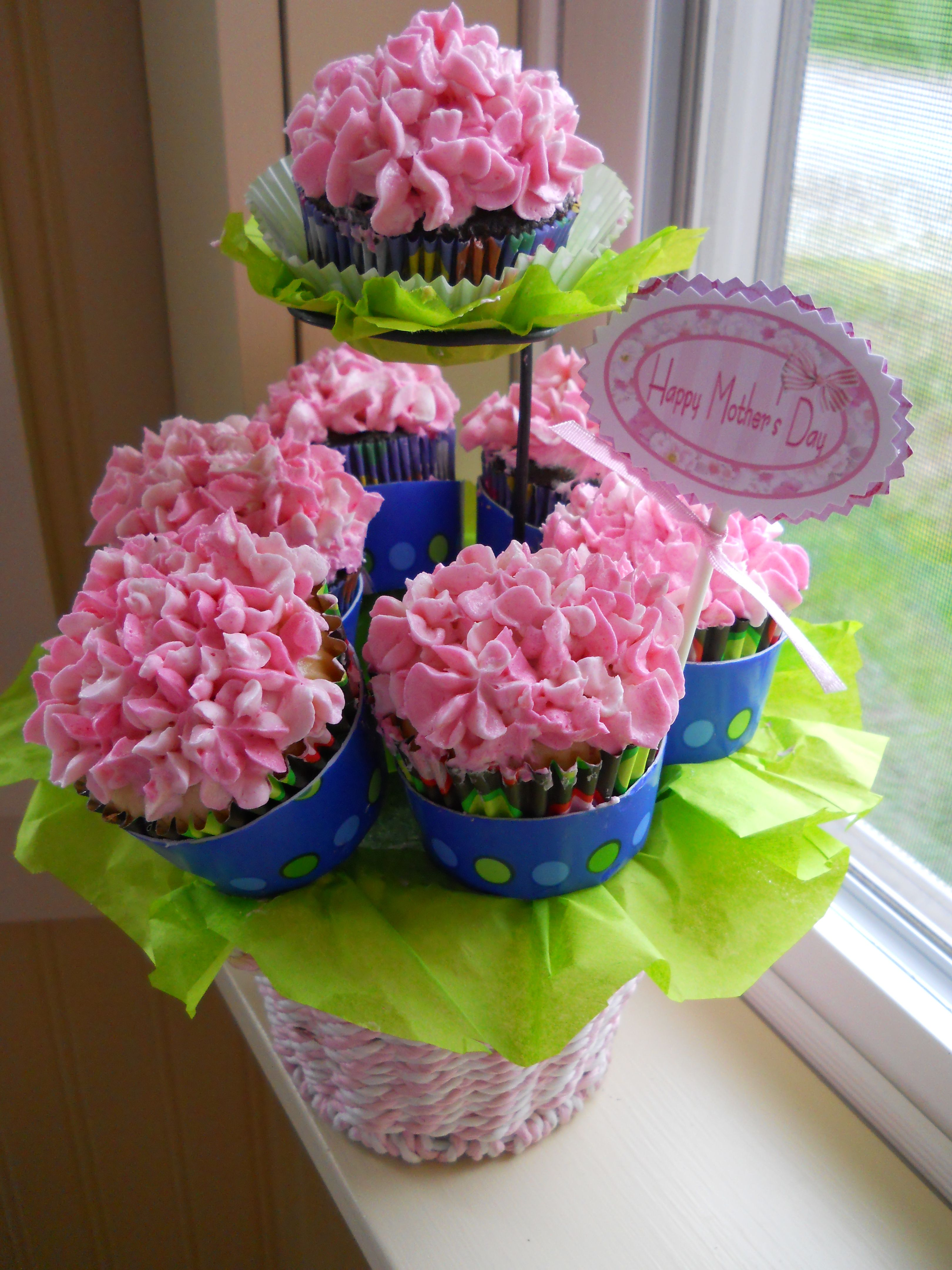 This would be cute for a bridal shower or baby shower centerpiece!! Cupcakes! still working on it!! not quite perfect!