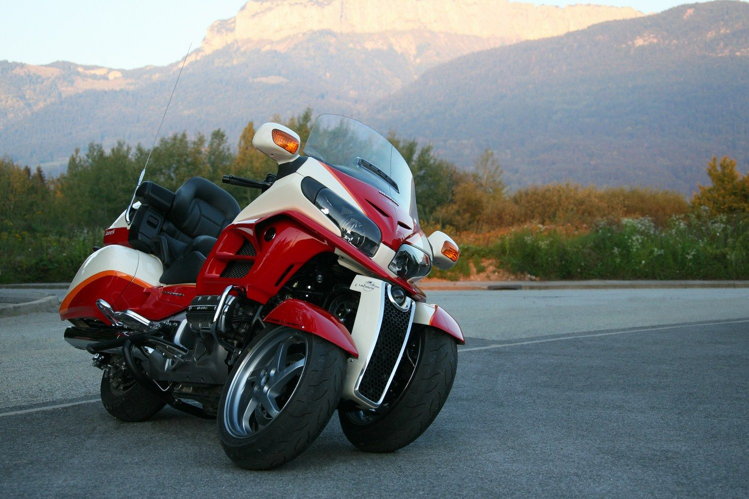 Honda Gold Wing Leaning Reverse Trike By Ludovic Lazareth Reverse Trike Goldwing Trike Honda Valkyrie