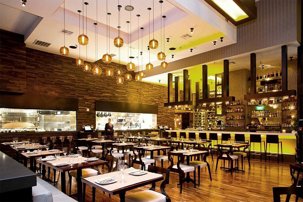 Le Ka Restaurant In Los Angeles Featuring Innovations Wallcoverings Caballo In Andalusian And Wood Leaf In Silver Designed By Restaurant Design Wall Coverings