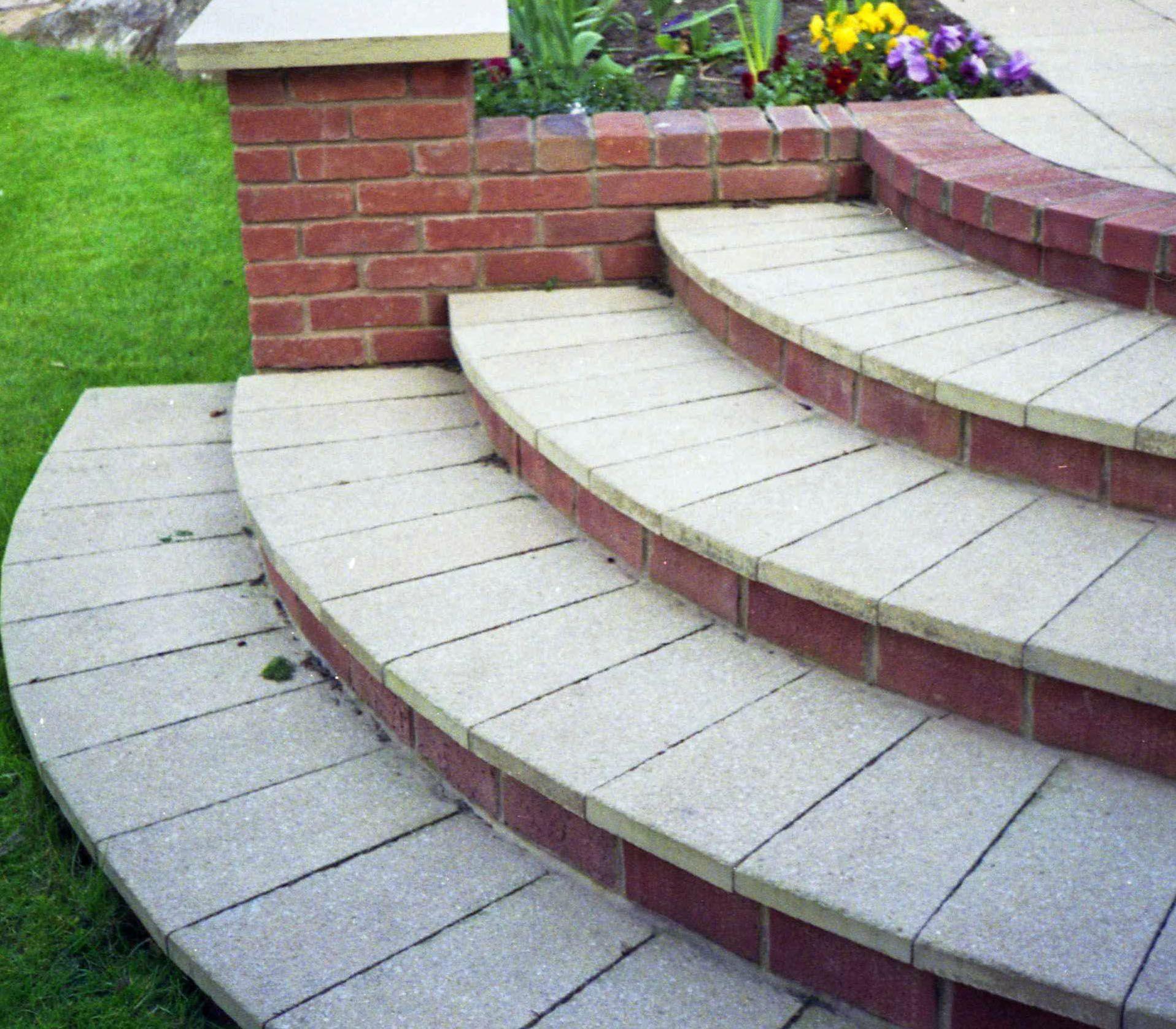 Radius steps using a paving slab cut to shape   | Landscape