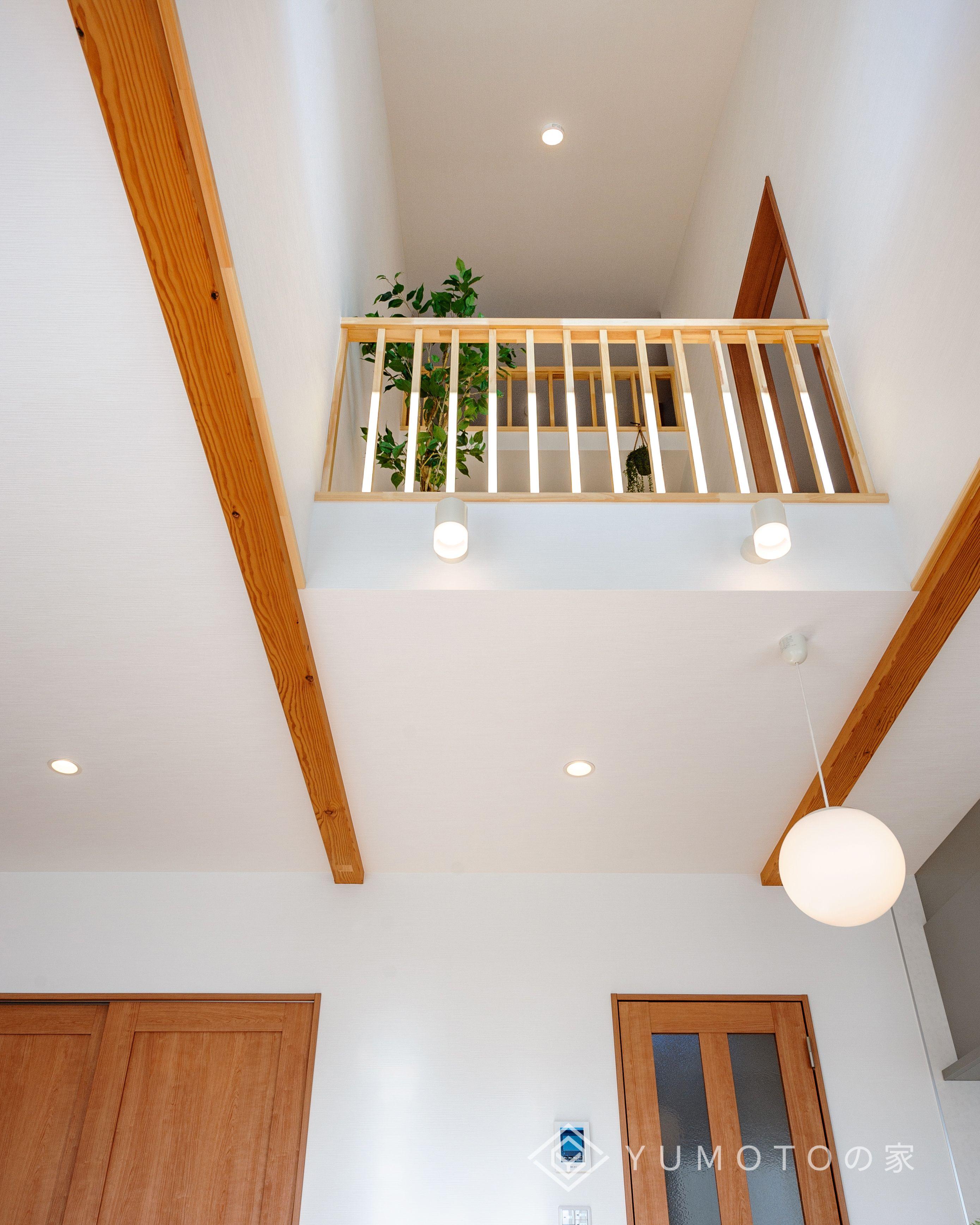 1階から屋根裏部屋までつながる吹き抜け 屋根裏部屋のある家