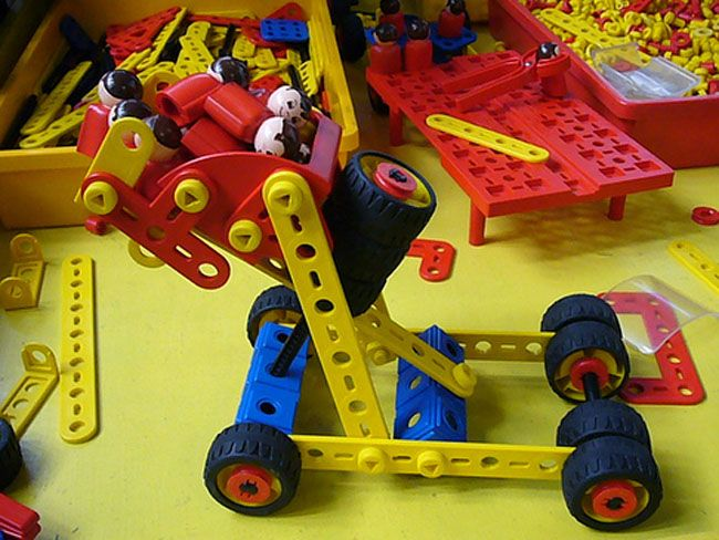 Old school Christmas toys making a comeback. Constructing vehicles and machinery with Mechano sets will make a comeback with this year's re-released versions.  http://www.news.com.au/lifestyle/parenting/gallery-fnet08ui-1226508352501?page=5