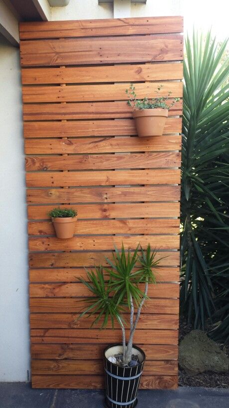 Recycled pallet timber decorative screen verticle planter for Plante decorative exterieure