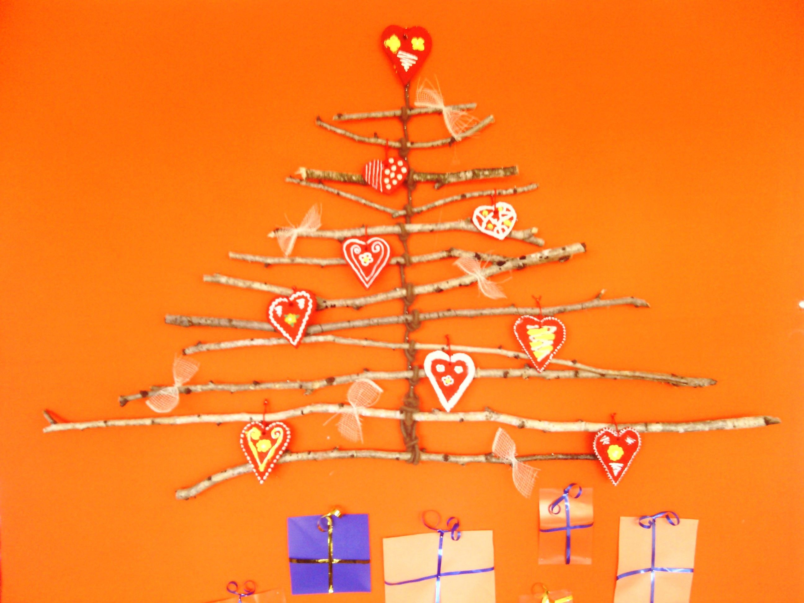 Bor od grančica breze i licitarskih srca Christmas tree from birch