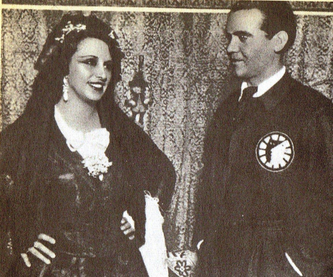 Federico y la actriz Josefina Díaz de Artigas, vestida para el estreno de Bodas de sangre en el teatro Beatriz de Madrid en 1933.