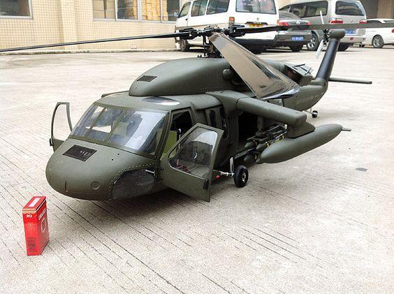 700 Size UH-60 SuperScale(TM) Black Hawk - RC Aerodyne