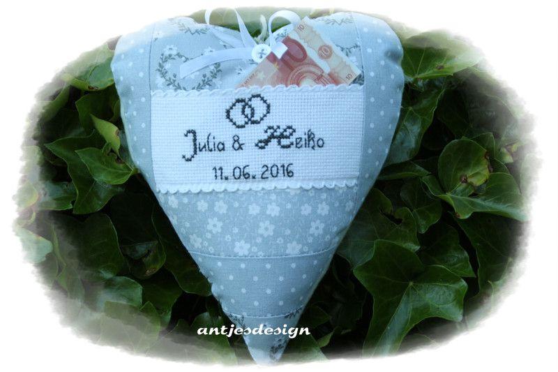 Geldgeschenke - Geldgeschenk zur Hochzeit Herz  grau/weiß Shabby - ein Designerstück von antjesdesign bei DaWanda