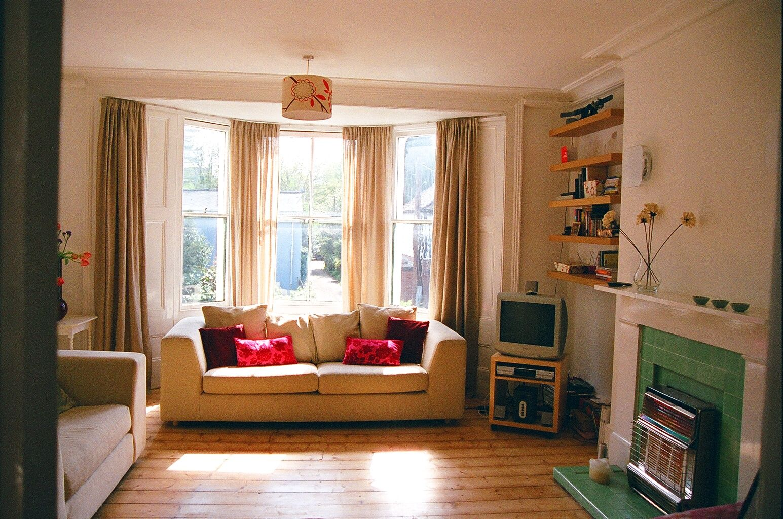 Decorating The Small Bay Window In The Living Room Google Search