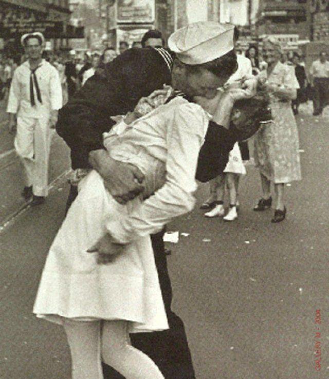 Una de las fotos más famosas de la historia. Anuncia el fin de la segunda guerra mundial.