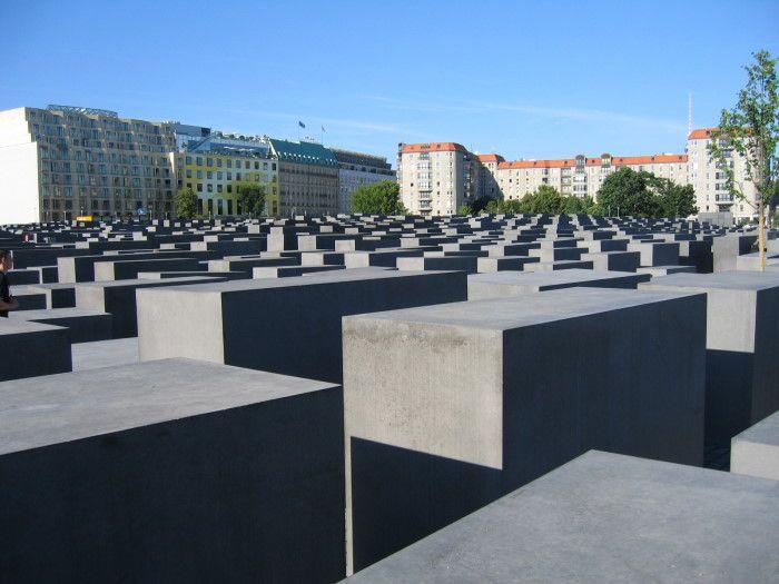 Berlin Denkmal    http://www.chgs.umn.edu/museum/memorials/berlinDenkmal/