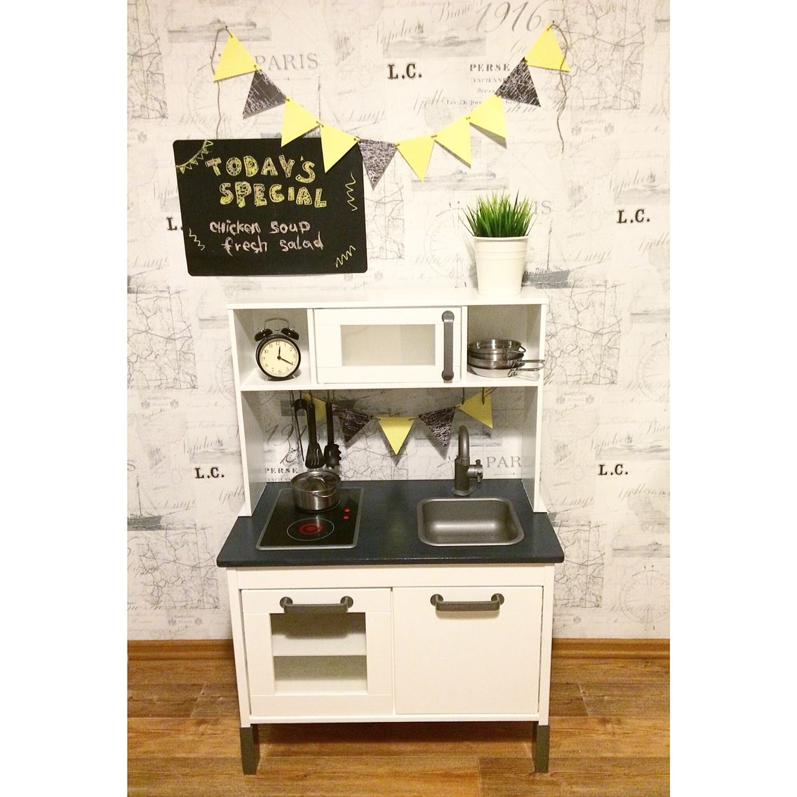 ikea duktig hack pinterest black counters playrooms and kids play corner. Black Bedroom Furniture Sets. Home Design Ideas