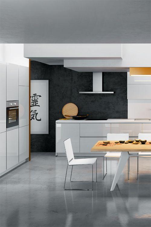 Eine echte Schönheit Grifflos und in Hochglanz weiß strahlt diese - küchenzeile hochglanz weiß
