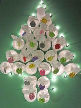 Weihnachtskalender Tannenbaum.Adventskalender Mit Lichterkette Basteln Winter Adventskalender