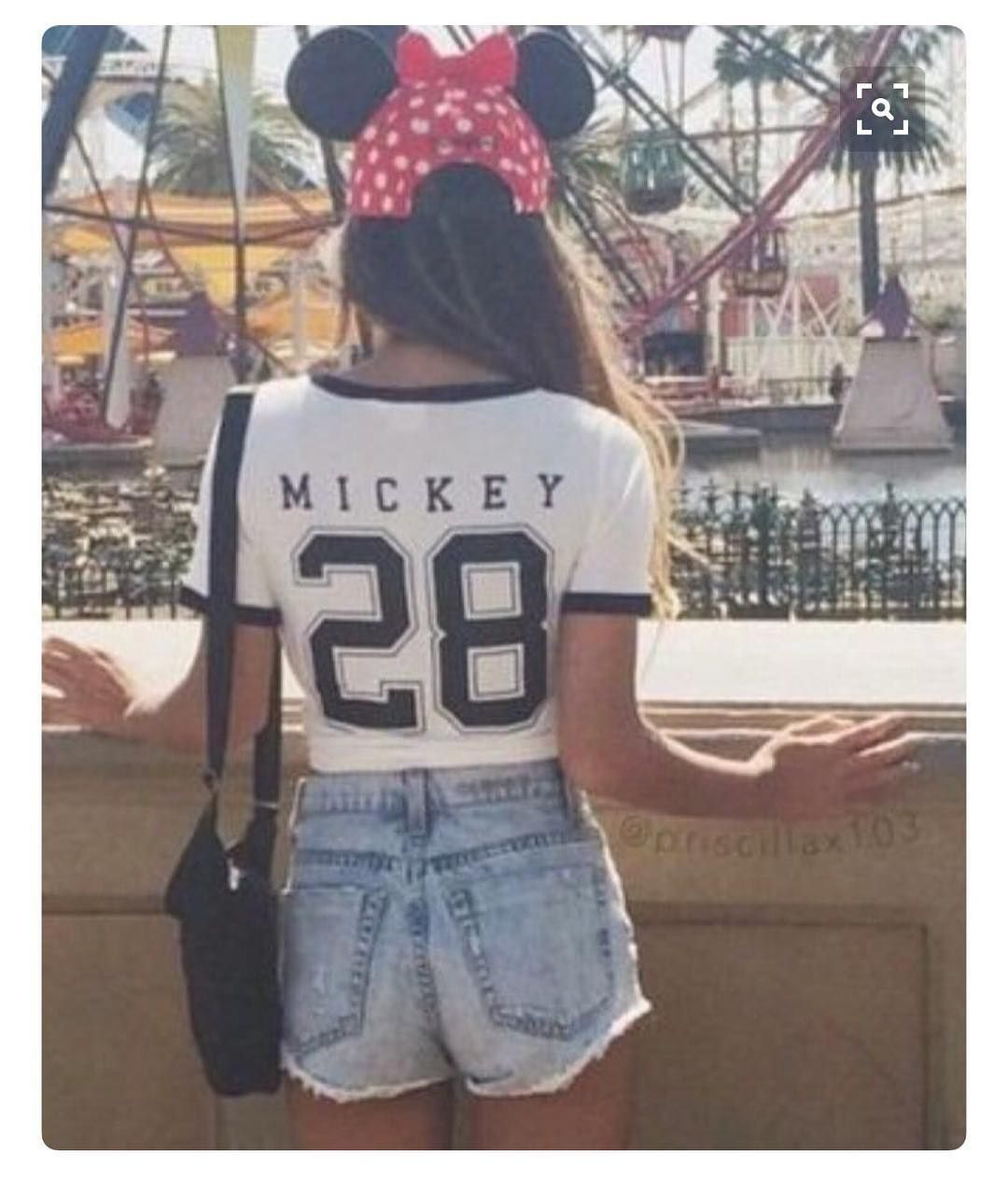 fbde960a074d Pin by Chic Disney on Chic Disney Instagram   Disneyland outfits ...