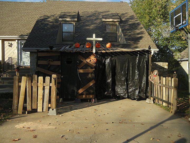 Halloween Haunted House Ideas Garage Halloween Houses 13 Ideas